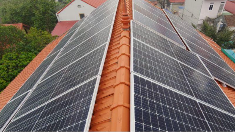 mô hình lắp đặt điện năng lượng mặt trời trên mái ngói